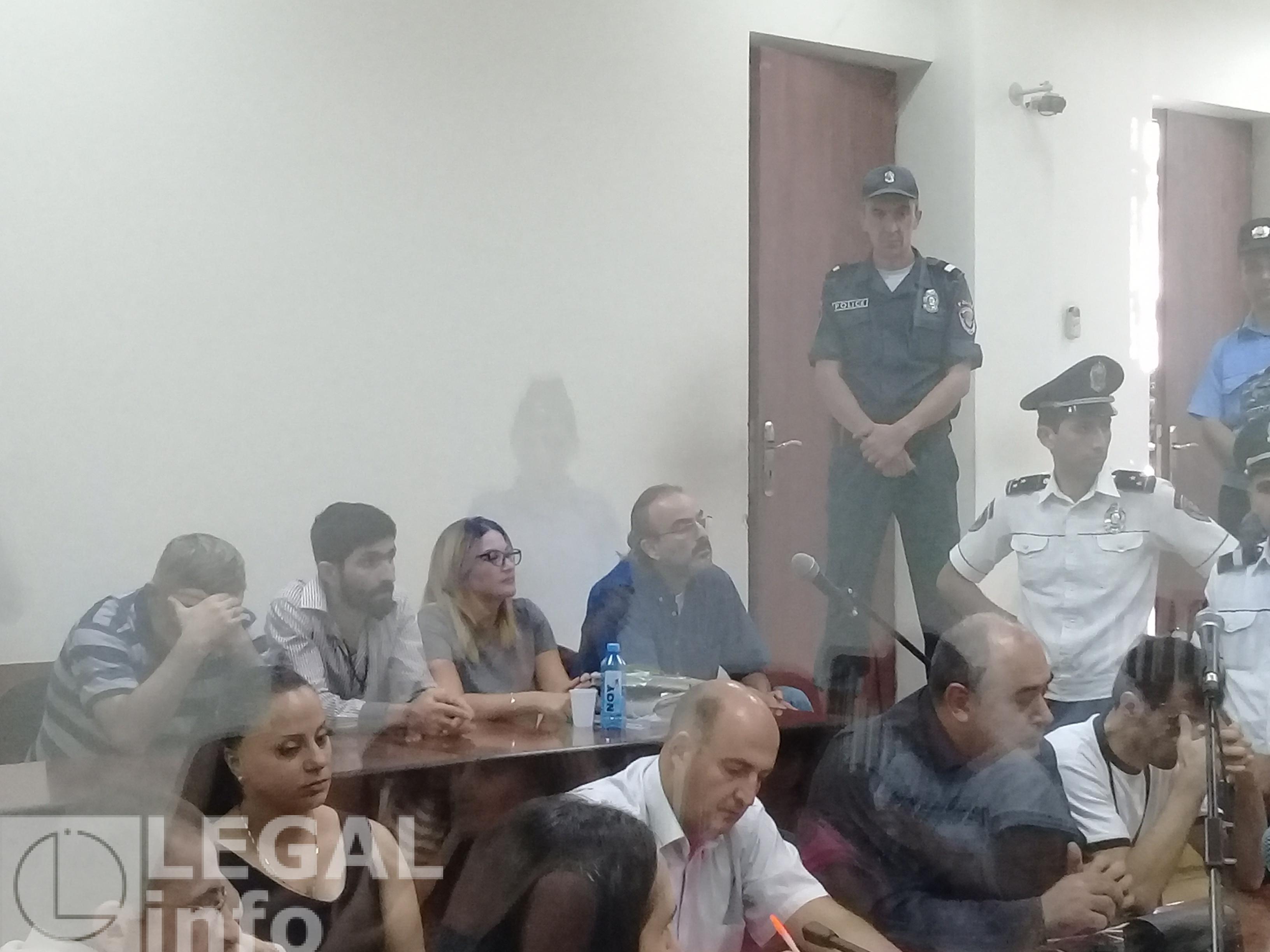 Նիստերի դահլիճ բերվեցին Ժ. Սեֆիլյանը և Գ. Սաֆարյանը, սակայն անմիջապես հեռացվեցին. լարված իրավիճակներ ՍԵֆիլյանի և մյուսների վերաբերյալ գործի քննության ժամանակ
