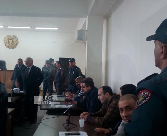 Արայիկ Խանդոյանն ու Մխիթար Ավետիսյանը լքեցին նիստերի դահլիճը